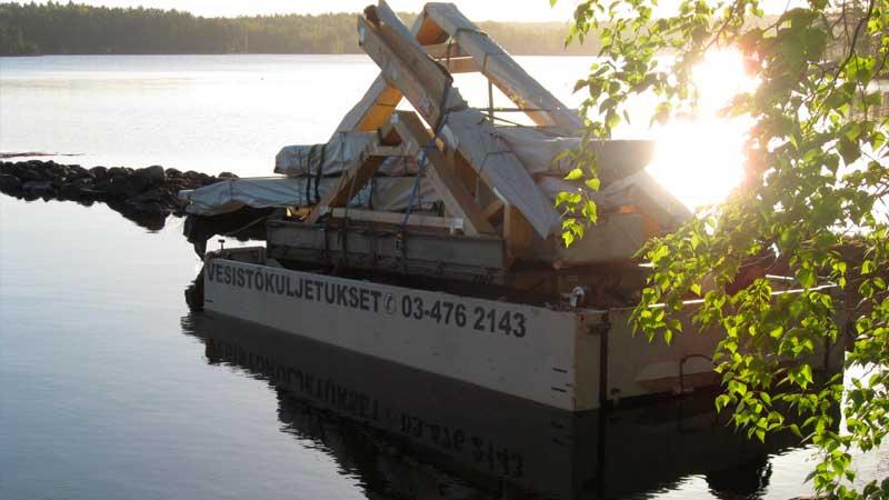 Rakennustarvikkeiden, mökkipakettien ja puutavaran kuljetus saareen